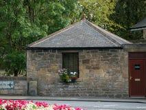 Chambre de péage historique par le pont au-dessus de la rivière Pont dans Ponteland, le Northumberland image libre de droits