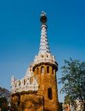 Chambre de pain d'épice de conte de fées de modernisme de Gaudi en parc Guell, Barcelone, Espagne image libre de droits