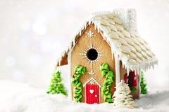 Chambre de pain d'épice de Noël avec la décoration, nourriture de Noël photographie stock libre de droits