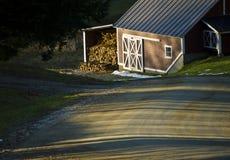 Chambre de sucre d'érable au coucher du soleil Images libres de droits