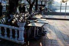 Chambre de thé vide au jour d'hiver - Turquie Photos stock