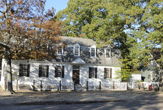 Chambre en bois blanche coloniale Photo stock