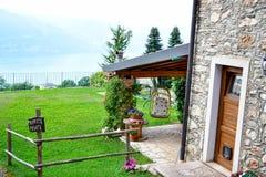 Chambre en pierre d'été en San Zeno di Montagna, Italie photographie stock