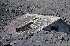 Chambre enterrée sous la lave image stock