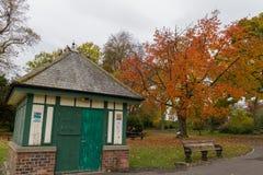 Chambre et arbres en automne aux baux parc, Newcastle, Angleterre Photographie stock
