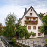 Chambre et canal dans Fischergasse dans Freising photo stock
