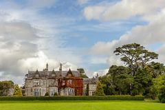 Chambre et jardins de Muckross en parc national Killarney, Irlande Photographie stock