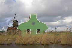 Chambre et moulin à vent sur le Zaanse Schans Images stock