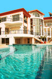 Chambre et piscine Image stock