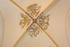 Chambre forte gothique dans une église romane Image stock