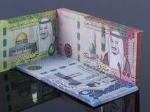 Chambre, inachevé construite avec les billets de banque saoudiens de riyal photo libre de droits