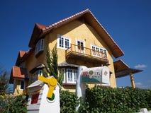 Chambre jaune dans Pai, Thaïlande photographie stock