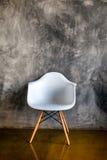 Chambre noire avec le fauteuil dans le style moderne Photographie stock