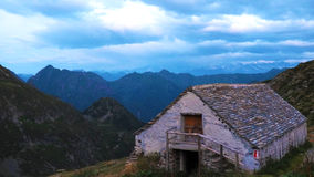 Chambre parmi les montagnes Photographie stock