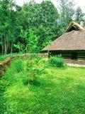 Chambre, pelouse, barrière et tranquilité photo stock