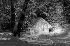 Chambre pendant la nuit d'hiver Photographie stock libre de droits