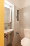 Chambre, salle de bains domestique images libres de droits
