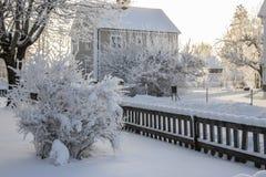Chambre scandinave dans la neige image stock
