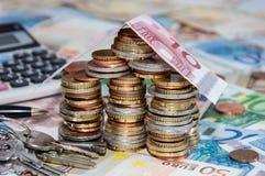 Chambre se composant de l'argent sur des factures Photographie stock libre de droits