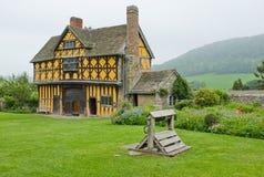 Chambre Shropshire, Angleterre de porte de manoir de Tudor Photographie stock