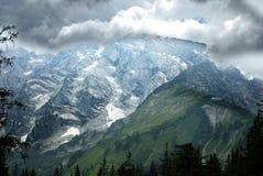 Chambre sur la pente d'Alpes Photos libres de droits