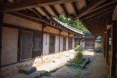 Chambre traditionnelle coréenne avec le patio photos stock