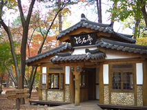 Chambre traditionnelle de la Corée dans la forêt Photo stock