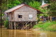 Chambre typique sur le lac de sève de Tonle, Cambodge Photos libres de droits
