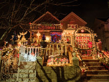 Chambres avec des lumières de Noël, tailles de Dyker, New York Photos libres de droits