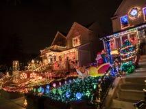 Chambres avec des lumières de Noël, tailles de Dyker, New York Images libres de droits