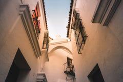 Chambres avec l'architecture espagnole traditionnelle Photographie stock libre de droits