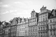 Chambres avec les façades colorées sur la place du marché à wroclaw, Pologne images stock