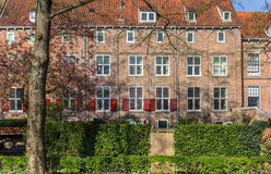 Chambres avec les volets rouges au centre historique d'Amersfoort Photos libres de droits