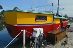 Chambres de flottement dans Sausalito avec des couleurs très vives d'A avec Cat Near San Francisco infiltrée photographie stock libre de droits