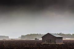 Chambres de grange dans les chutes de neige Image libre de droits