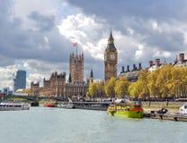 Chambres de palais de Westminster du Parlement et de Big Ben, Londres, R-U images stock