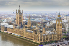 Chambres du Parlement avec Elizabeth Tower - Big Ben comme vu de l'oeil de Londres Photo stock