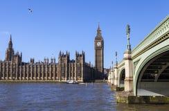Chambres du Parlement et de passerelle de Westminster Photographie stock libre de droits