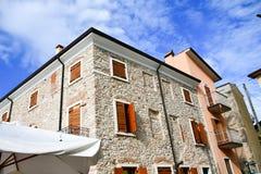 Chambres en San Zeno di Montagna, Italie images stock