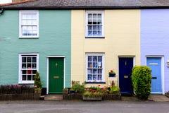 Chambres en terrasse colorées anglaises dans Southwold Image libre de droits