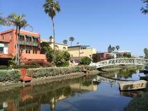 Chambres et pont au secteur historique de canal de Venise image libre de droits