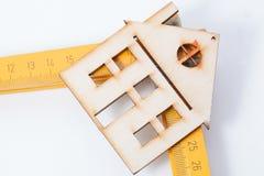 Chambres - règles de pliage en bois Concept de maison de conception images libres de droits