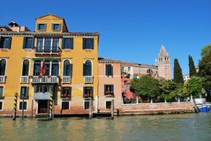 Chambres sur le canal grand, Venise Photo libre de droits