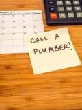 Chame um encanador, lembrete do post-it, espaço da cópia Foto de Stock Royalty Free
