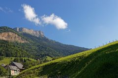 Chamechaude山顶峭壁  免版税库存照片