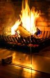 Chaminé ardente Chaminé como uma parte de mobília Decoração do conceito do ano novo do Natal foto de stock