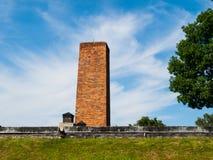 Chaminé do crematório no campo de concentração de Auschwitz imagens de stock