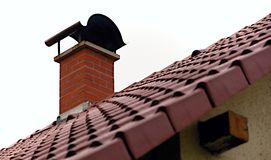 Chaminé do telhado fotografia de stock royalty free