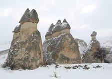 Chaminés feericamente de Cappadocia fotografia de stock