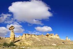 Chaminés feericamente em Cappadocia, Turquia Imagens de Stock
